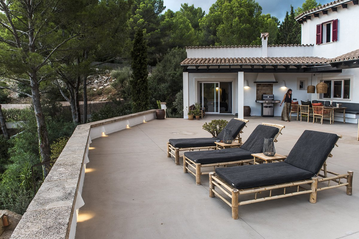 Vila Son Font is a beautiful rental home in Mallorca furnished with bamboo lounge furniture and dining area furniture