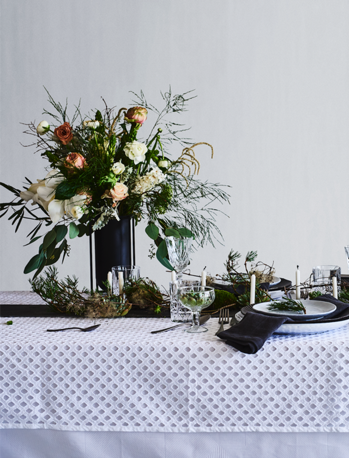 Table setting in warm Nordic style created by Pernille Albers and Nick Degn Fotografi for Mad&Bolig