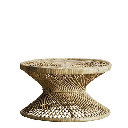 Round table in rattan