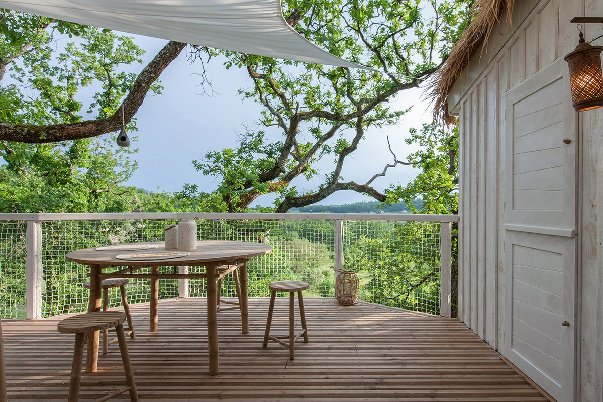 CABANE & SPA PELLA ROCA a small hotel in France with a great view is decorated with Bamboo furniture