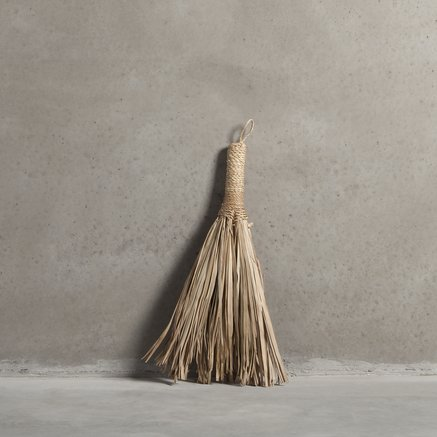 Small broom of palm leaves, 25 x 45 cm, nature