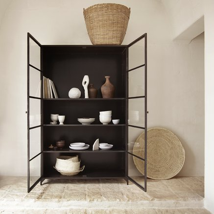 Cabinet w. 2 glass doors and 4 shelves, black