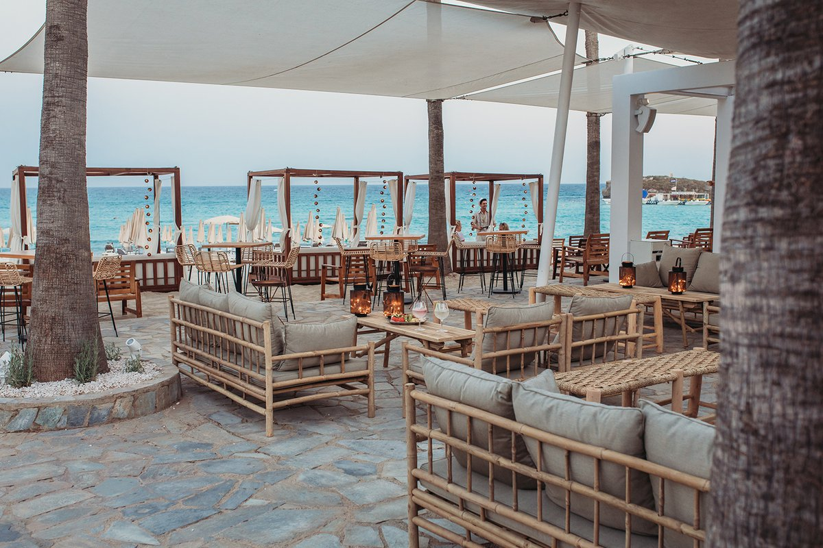 Isola Beach Bar in Cypern where you can rest and relax in tinekhome bamboo furniture