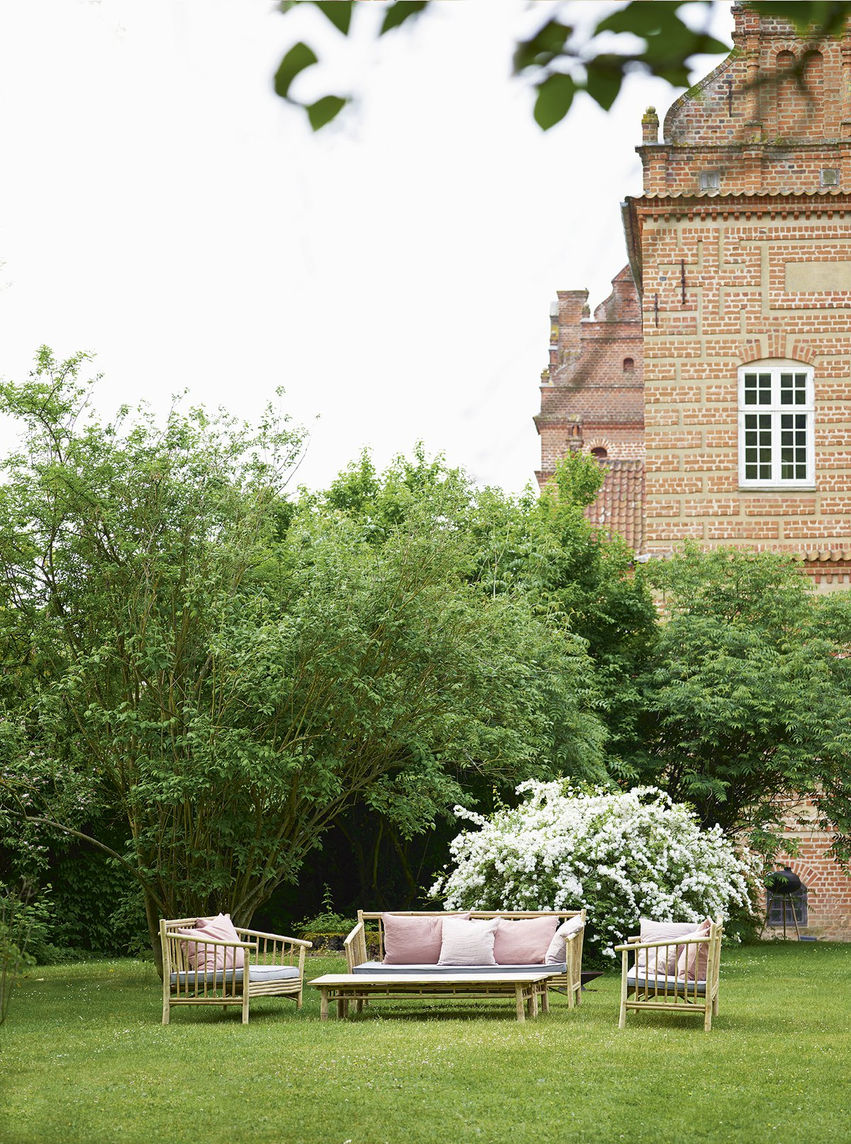 Holckenhavn Castle in Nyborg Funen is decorated with soft furniture and bamboo furniture. In all rooms you find bedboards, sofas and tables from tinekhome.