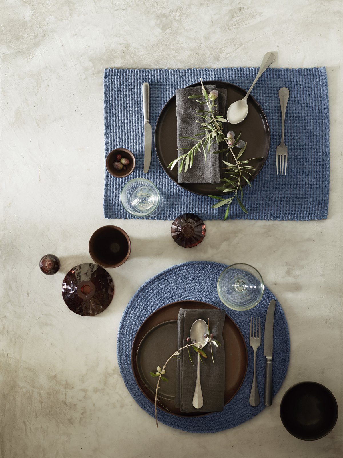 A sense of spring and colorful table settings with healthy food on the meny