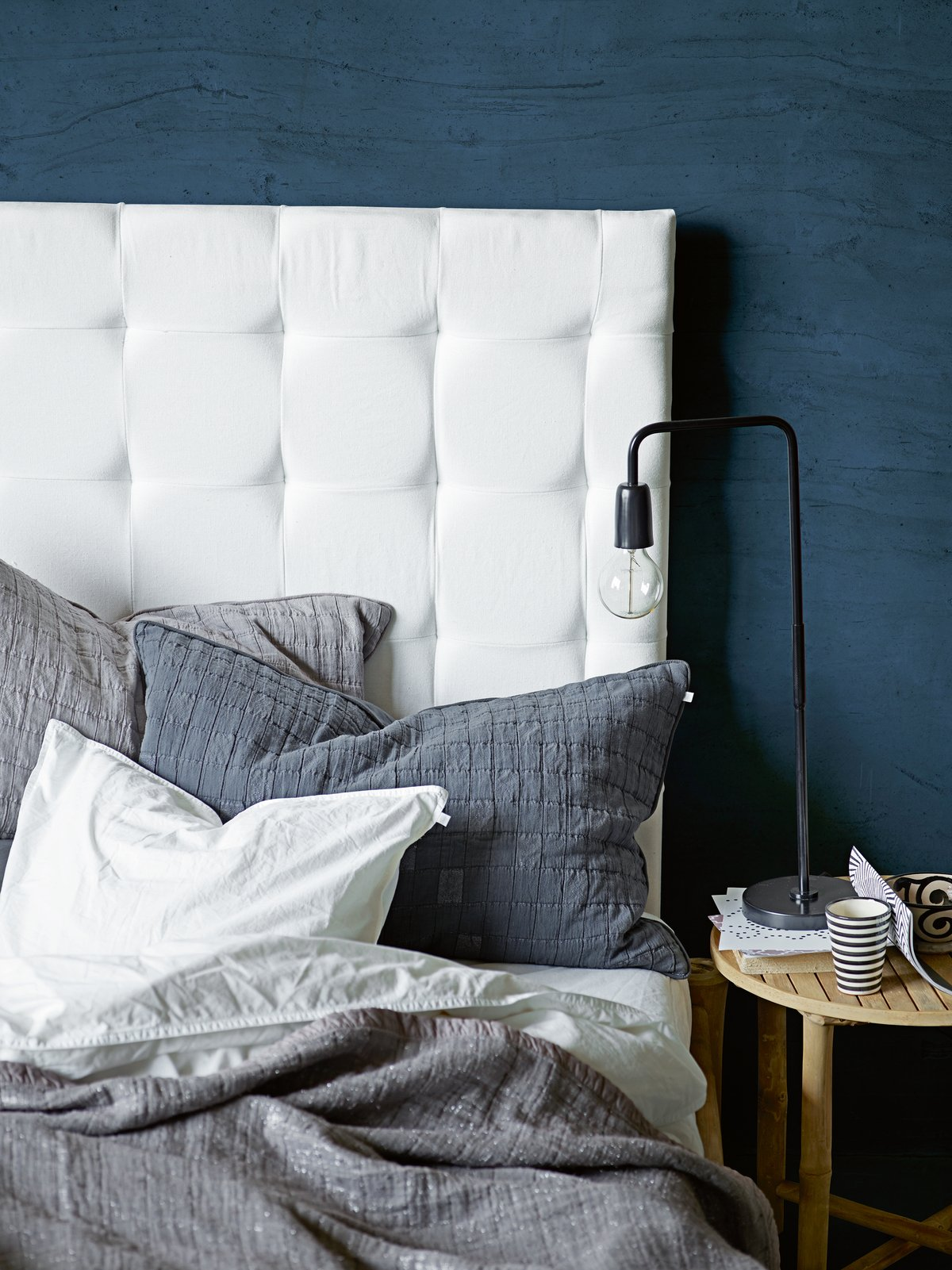 tinekhome_aw15_bedboard_glamthrow-ma_glampillow-ph_tablemet-bl_softbed.jpg