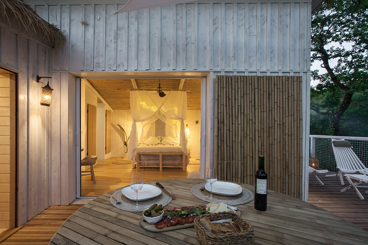 CABANE & SPA PELLA ROCA a small and cozy hotel in France decorated with Bamboo furniture